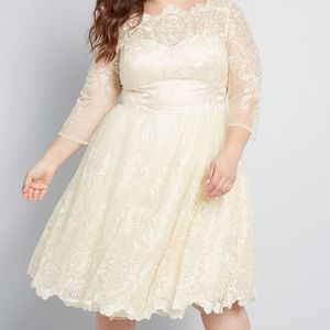🎉HP!! Chi Chi London Gilded Grace Champagne Dress